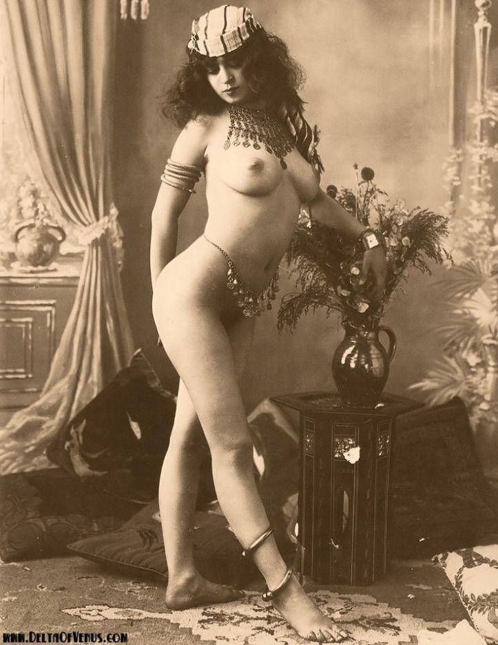 Victorian photo of a nude Arab woman wearing a necklace and belt of coins