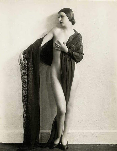 1920s nude woman in a lace robe