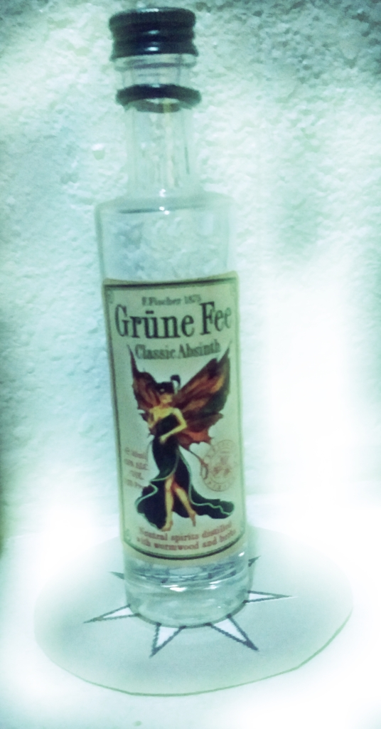 Grune Fee Absinth bottle on a silver heptagram