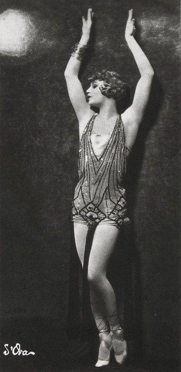 Flapper in burlesque costume